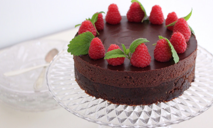 hög tårta choklad hallon